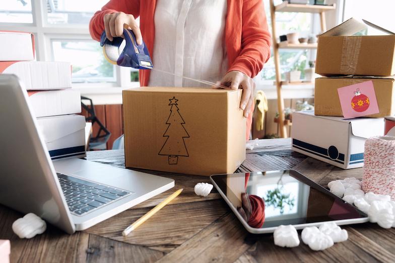 Jak naložit s obaly od vánočních balíčků a dárků?